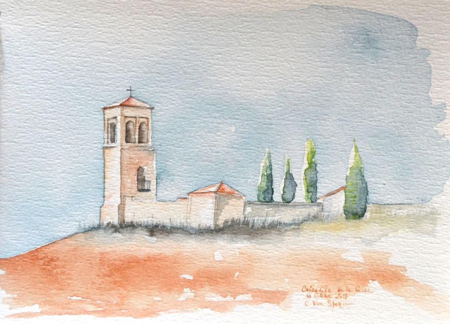 A l'aquarelle, au sommet d'une colline dont la terre est ocre rouge, une tour clocher carrée s'élève. A sa base, elle se prolonge vers la droite par un petit muret qui se termine par une petit bâtiment bas carré. Ce dernier et la tour clocher ont une toiture à 4 pentes en tuile de couleur de la terre. Derrière le muret, des 4 cypres vert foncé.